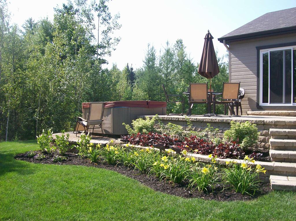 Amenagement exterieur maison terrain en pente nouveaux for Amenagement terrain